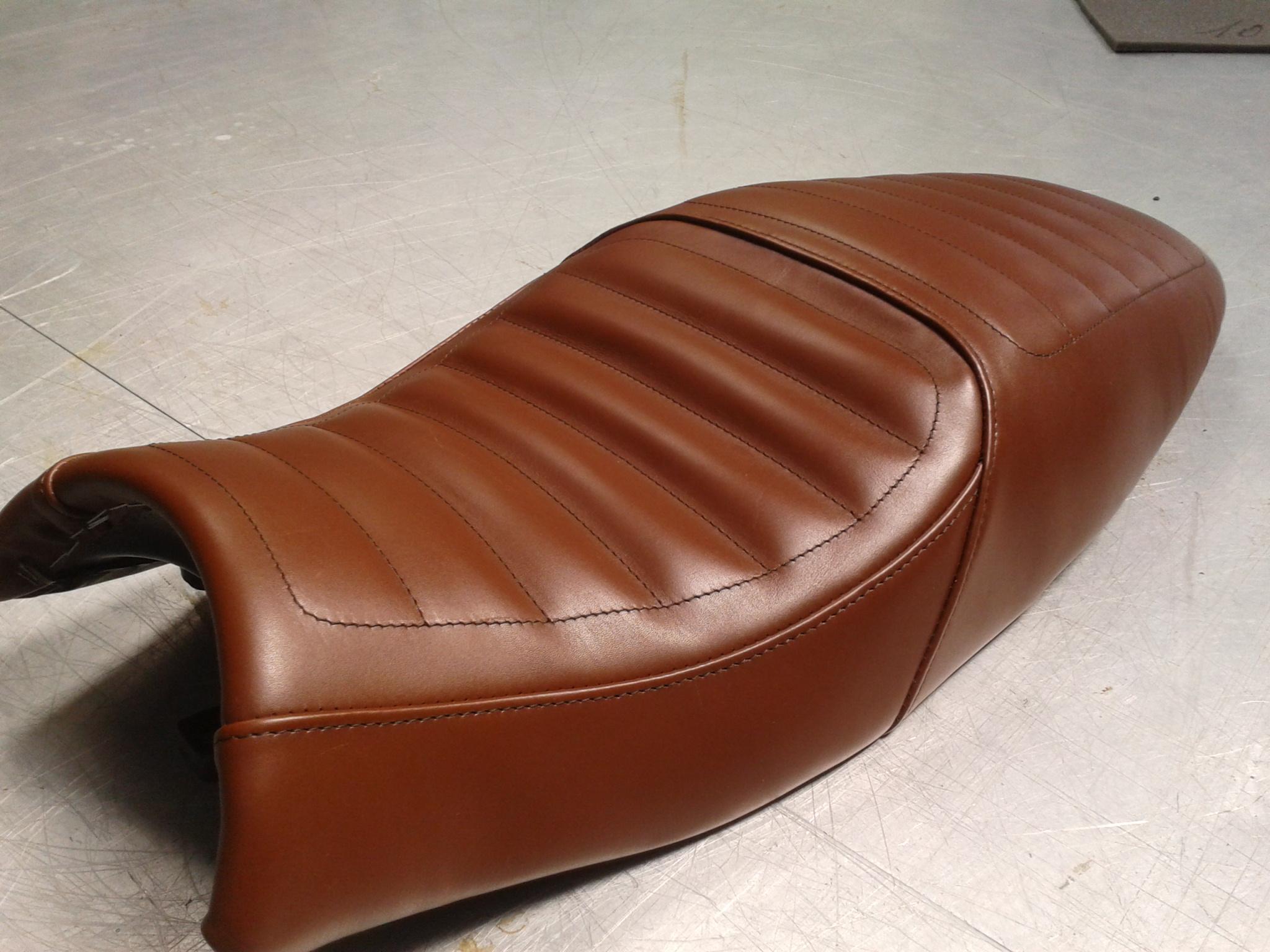 selle de moto et scooter sarah lemazurier. Black Bedroom Furniture Sets. Home Design Ideas