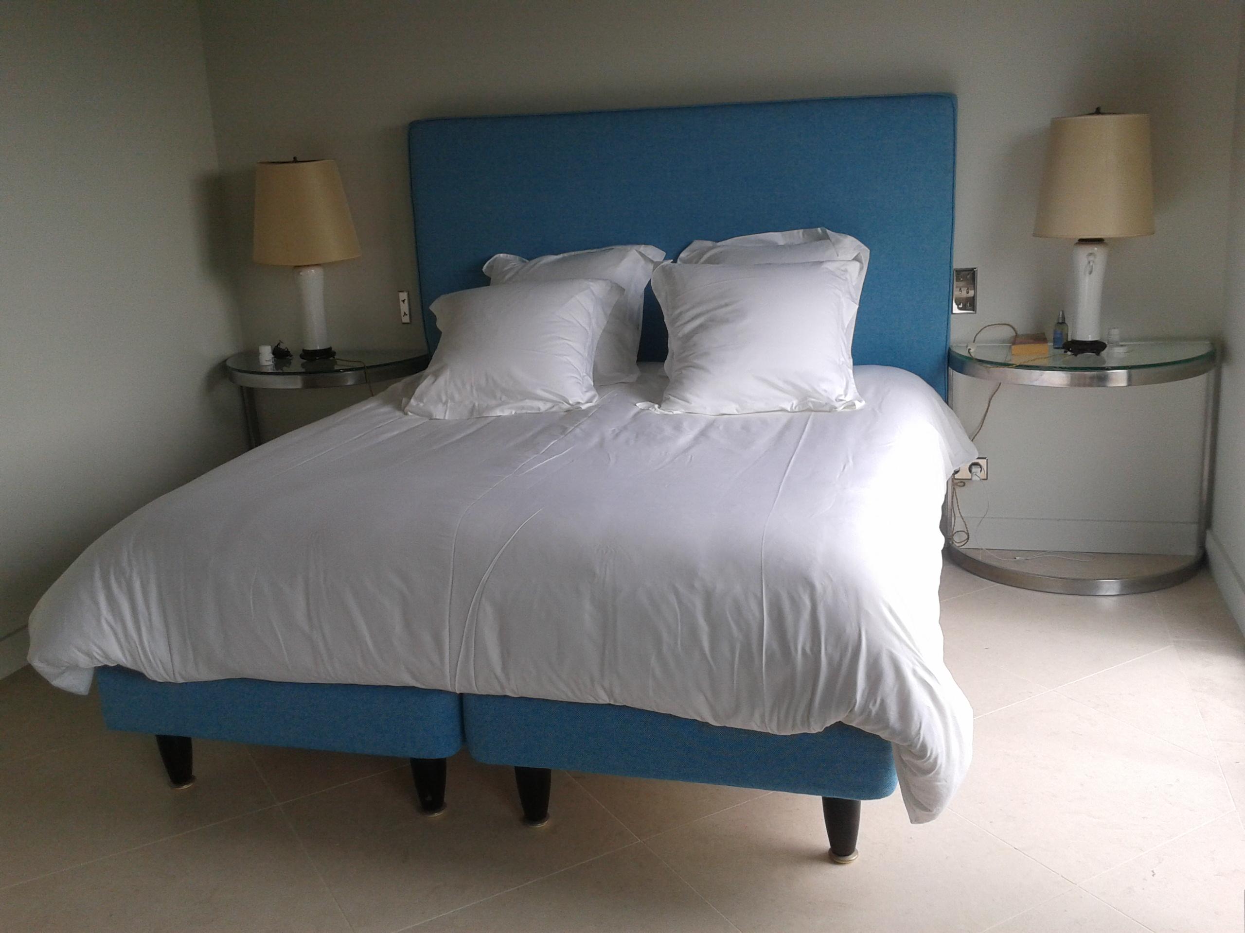 t te de lit parementage et coussins sarah lemazurier. Black Bedroom Furniture Sets. Home Design Ideas